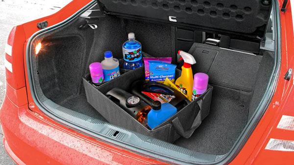 """Автомобильный органайзер  """"Deluxe Holder """" A15-1420 в багажнике автомобиля."""